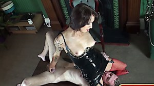 Having her slave serve her pussy