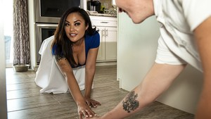 Stepma Keylani Lei Polishes Stepson's Willy